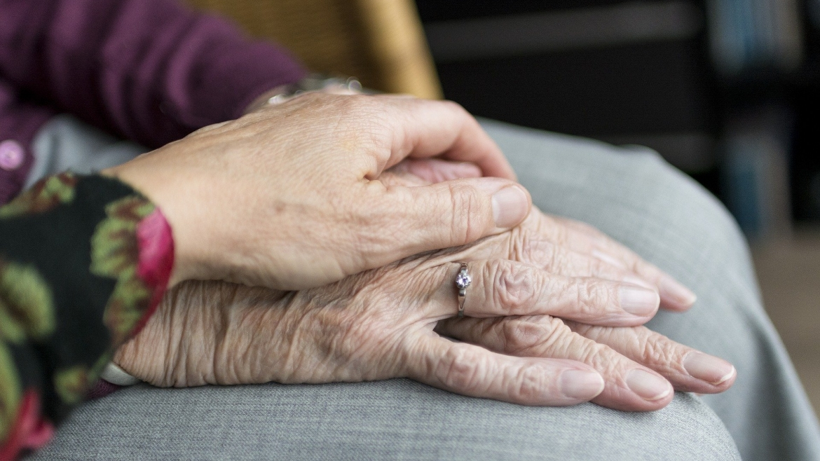 How to approach assisted living with elderly friends and family